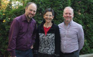Freuen sich auf viele interessierte Unternehmensvertreter und werden die Workshops leiten: Matthias Müller (v.l.n.r.), Anke Jauer und Jan Dettweiler von der WFG Kreis Unna. (Foto: WFG - M. Augustin)