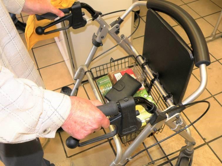 Schlechtes Beispiel für das Mitführen eines Portemonnaies: Ein Griff ins Körbchen und der Dieb ist auf Nimmerwiedersehen mit der Geldbörse verschwunden. (Foto: privat)