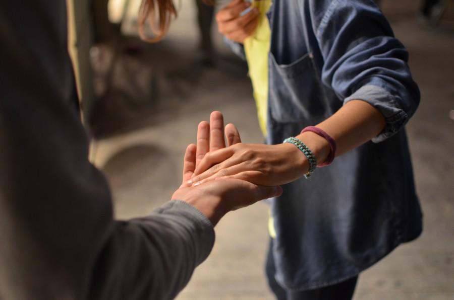 """""""Hilfen zur Kommunikation mit Menschen mit Demenz"""" - zu einem Vortrag mit diesem Thema lädt die Begegnungsstätte am 4. September in den Seniorentreff ein.  (Foto: Remi Walle by CC0)"""