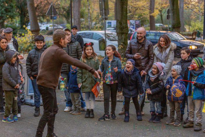 Mit kleinen Zaubertricks und einer grandiosen Feuershow sorgte Mr. Tom für strahlende Kinderaugen. (Foto: P. Gräber - Emscherblog.de)