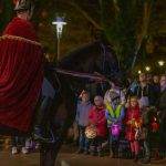 Laternenumzug mit Sankt Martin hoch zu Ross Höhepunkt des Martinsbummels