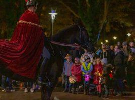 Am kommenden Samstag führt Sankt Martin wieder den großen Laternenumzug der Kinder ab Marktplatz an. (Foto: P. Gräber - Emscherblog.de)
