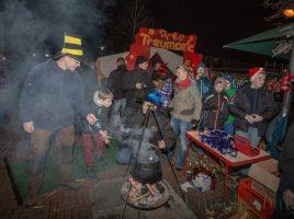 Darauf freuen sich nicht nur viele Besucher des Weihnachtsmarktes, sondern auch die Vereinsmitglieder: Feuerzangebowle vor dem DLRG-Traumcafé . (Foto: P. Gräber - Emscherblog.de)