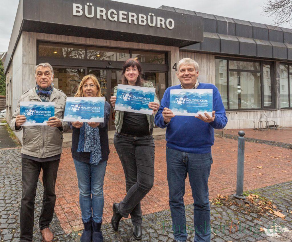 Stellten die Festschrift zum Jubilöum der Gemeinde vor, v.l.: Wilhelm Hochgräber, Antje König-Krämer, Kristina Cikes und Ulrich Reitinger. (Foto: P. Gräber - Emscherblog.de)