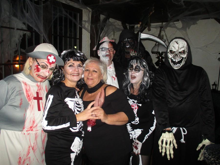 Etliche Untote und andere Gruselgestalten bevölkerten das Ballhaus zu Halloween. (Foto: privat)