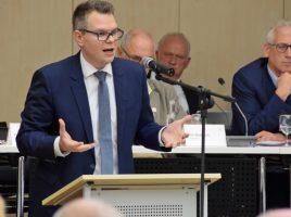 Kreisdirektor und Kämmerer Janke bei der Einbringung des Haushaltsplanentwurfs für 2019. (Foto: Max Rolke – Kreis Unna)