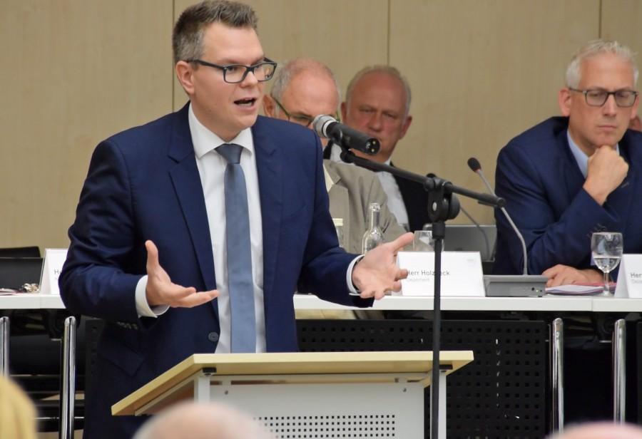 Kreisdirektor und Kämmerer Janke hat den Haushaltsplanentwurf für 2019 eingebracht. (Foto: Max Rolke – Kreis Unna)