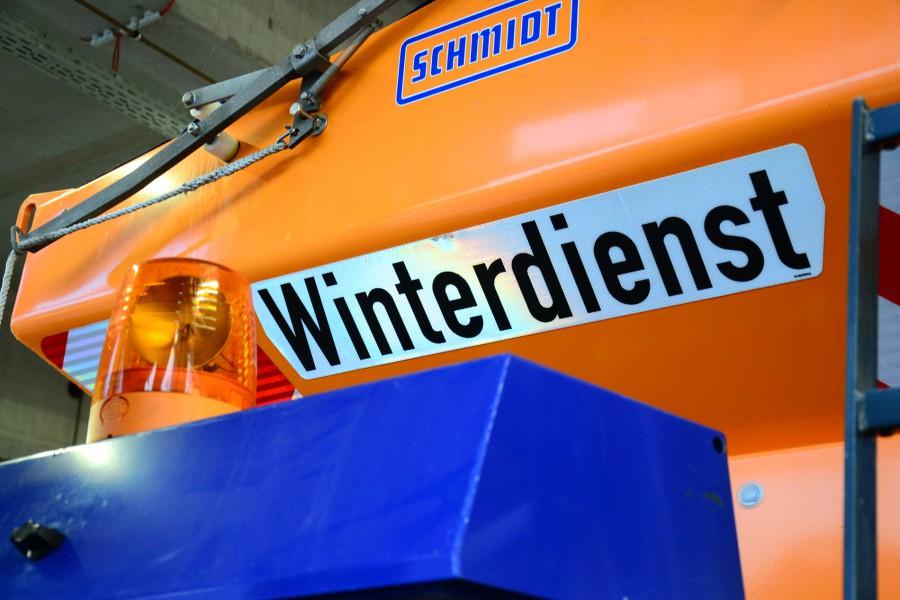 Die Winterdienst-Fahrzeuge stehen am Kreis-Bauhof an der Florianstraße bereit. (Foto: Max Rolke - Kreis Unna)