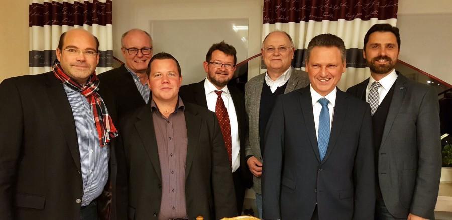 Das Foto zeigt die Holzwickeder CDU-Kreistags- und Ratsmitglieder mit den frischgewählten KPV-Vorstandsmitgliedern, v.l.: Jan-Eike Kersting, Dieter Buckemüller, Marco Lammert, Frank Lausmann, Wilhelm Jasperneite, Frank Markowski und Ralf Eisenhardt. (Foto: privat)