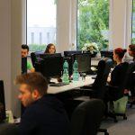UNIQ begrüßt 200. Mitarbeiter im Unternehmen und bildet jetzt auch aus