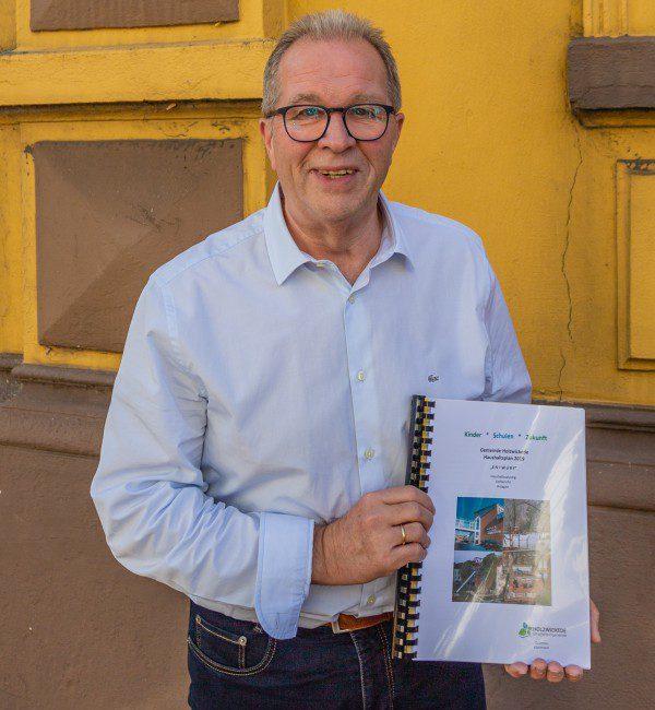 Sein zwölfter und letzter Haushalt wurde im Rat gestern beschlossen: Die Dienstzeit von Kämmerer Rudi Grümme endet am 31. März 2019. (Foto: P. Gräber - Emscherblog)