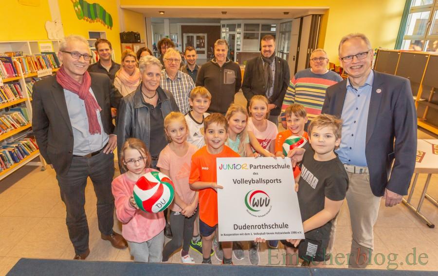 """Die Dudenrothschule ist jetzt offizielle """"Juniorpartnerschule  des Volleyballs"""". (Foto:  P. Gräber - Emscherblog.de)"""