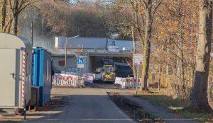 Die Bauarbeiten an der AS1-Brücke verzögern sich weiter: Die Holzwickeder Straße bleibt noch bis mindestens Ende Januar gesperrt. (Foto: P. Gräber - Emscherblog.de)