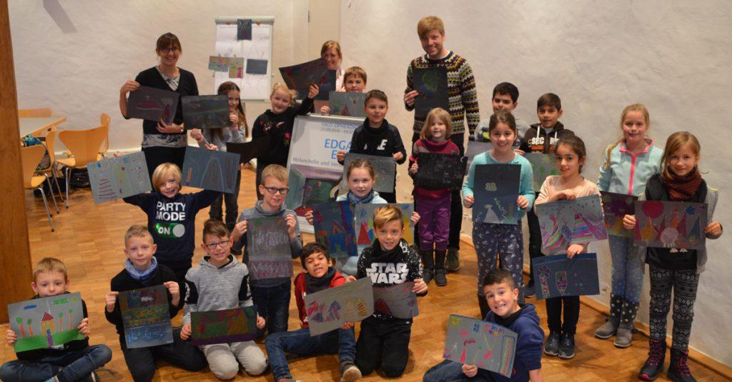 Kinder der Holzwickeder Aloysiusschule malten im Rahmen der Museumspädagogik auf Haus Opherdicke ihre ganz persönlichen magischen Orte. (Foto: Alexandra Dolezych)
