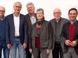 Freuen sich auf die Zusammenarbeit in der neuen Struktur: Rainer Goepfert (2. v.l.) ist zum hauptamtlichen Geschäftsführer des AWO Unterbezirks Ruhr-Lippe-Ems berufen worden. Vorsitzender Hartmut Ganzke (3. v.l.) und die stellvertretenden Vorsitzenden Burkhard Knepper (l.), Karin Schäfer, Wolfram Kuschke (2.v.r.) und Marc Herter (r.). (Foto: AWO)