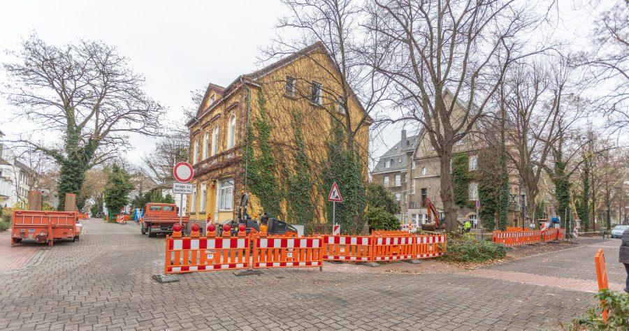 Der Baubetriebshof beginnt am Montag (17. Dezember) damit, zehn Bäume Am Markt, in der Allee und Poststraße zu fällen.  Die Bäume müssen dem Rathausneubau weichen. (Foto: P. Gräber - Emscherblog.de)