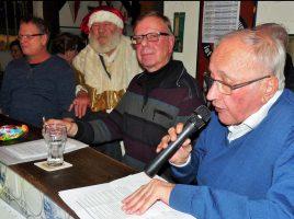 Jenz Rother (r.) und Gerd Kolbe (M.) würden sich über große Resonanz bei ihren Lesungen anlässlich des Adventsfensters im Holzwickeder Ballhaus am Sonntag, 23. Dezember, freuen. (Foto: privat)