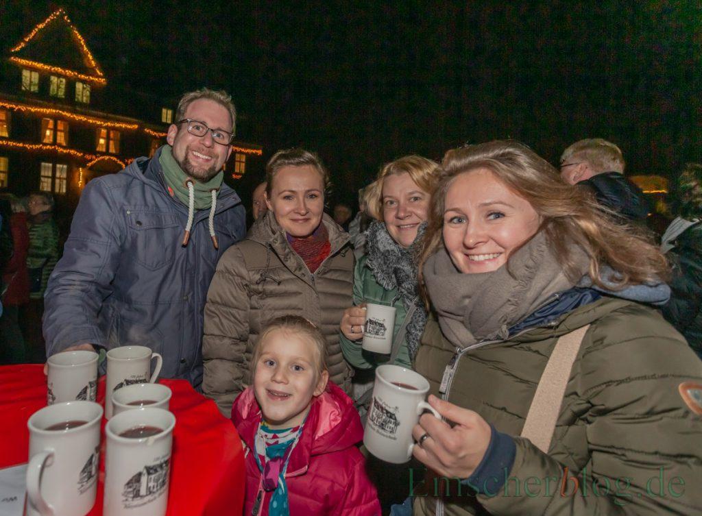 Der 32. Holzwickeder Weihnachtsmarkt ist eröffnet. Bis einschließlich Sonntag lädt die vorweihnachtliche Budenstadt zum Bummeln und Verweilen ein für die ganze Familie. (Foto: P. Gräber - Emscherblog.de)