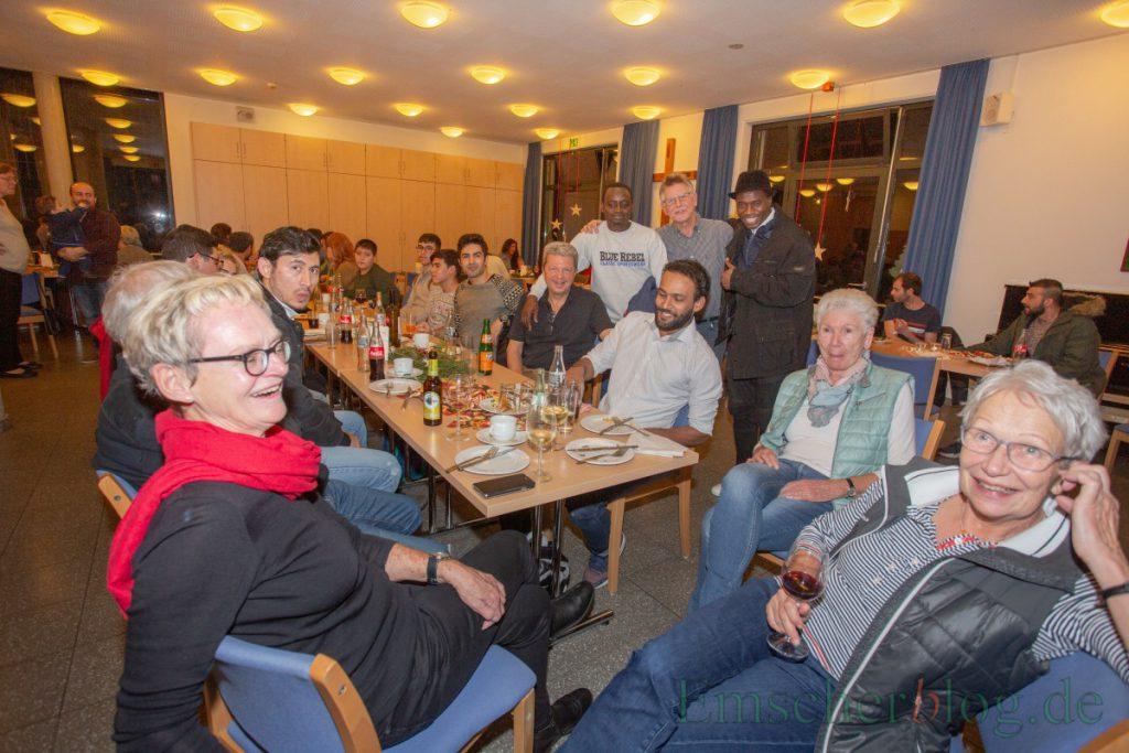 """Die Initiative """"Willkommen in Holzwickede"""" hat die Geflüchteten, alle ehrenamtlich mitarbeitenden und Vertreter der  Verwaltung heute zur Jahresabschlussfeier in das Alois-Gemmeke-Haus eingeladen. (Foto: P. Gräber - Emscherblog.de)"""