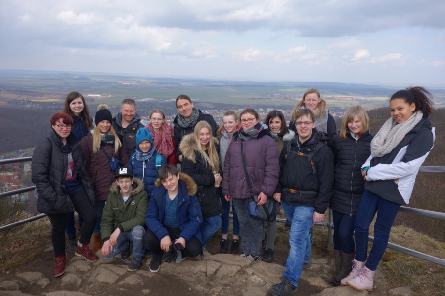 Auch in den kommenden Osterferien bietet der Treffpunkt Villa wieder eine Freizeit in Stolberg/Harz an:  Teilnehmer der Stolberg-Freizeit im Jahr 2018 auf dem Brocken. (Foto: privat)