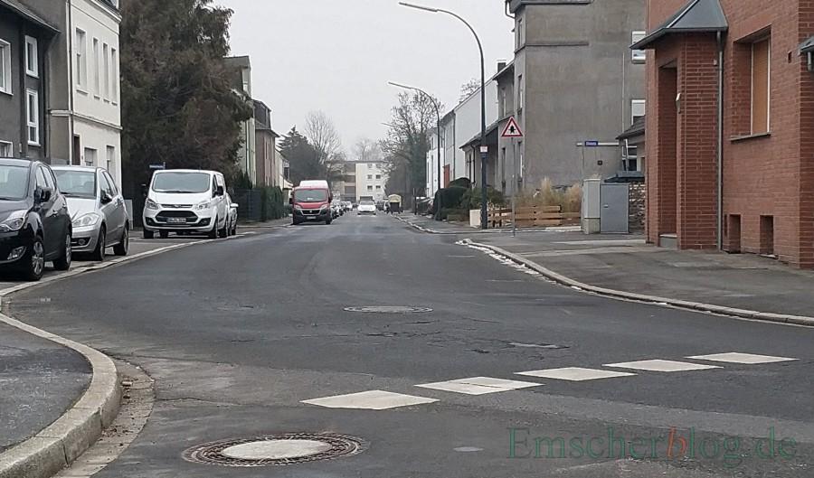 Die Gemeinde Holzwickede wird die Parkmarkierung auf der Sölder Straße ändern, um den Verkehrsfluss zu verbessern. (Foto: P. Gräber - Emscherblog.de)