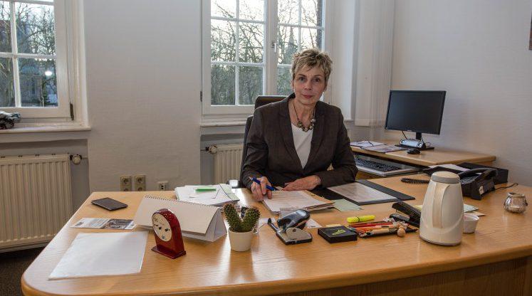 Möchte den Kindern und Jugendlichen, die den Papiermüll weggräumt haben, auch persönlich danken und lädt sie zu sich ins Rathaus ein: Bürgermeisterin Ulrike Drossel. (Foto: P. Gräber - Emscherblog.de)