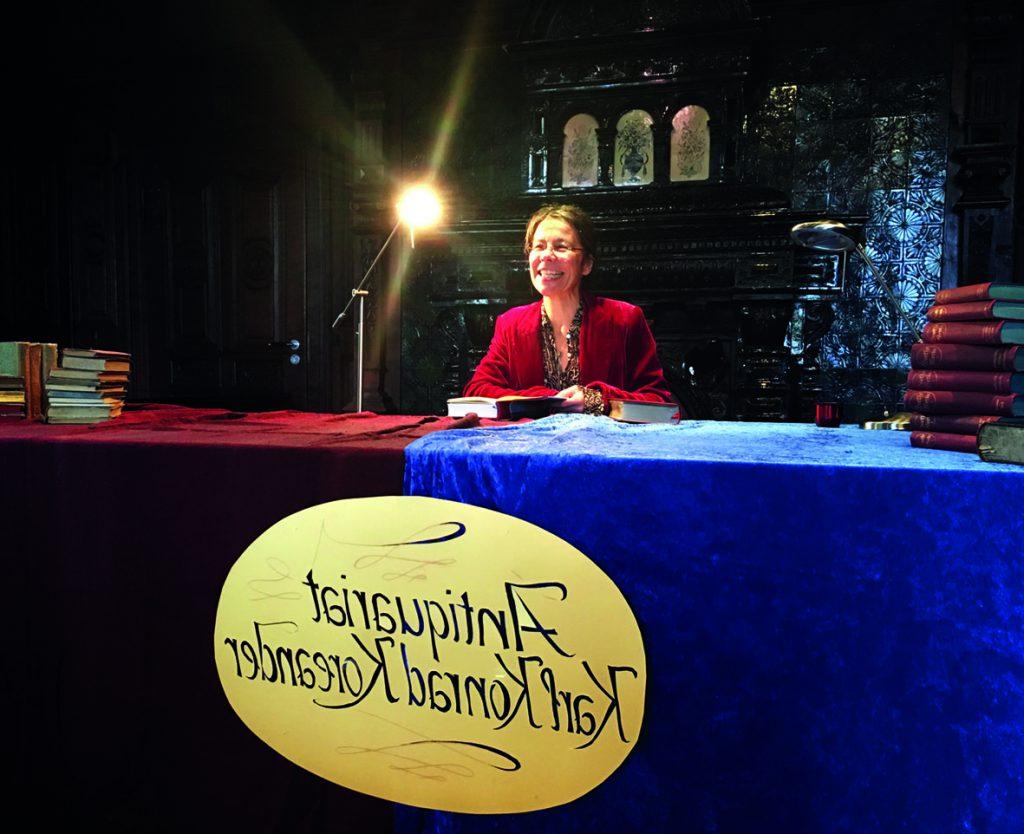 Anne-Katrin Schlegel im Spiegelsaal auf Haus Opherdicke. Foto: Kreis Unna