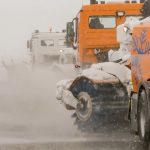 Flughafen auf Schnee und Eis vorbereitet: Feuerwehr versorgt Passagiere am Airport