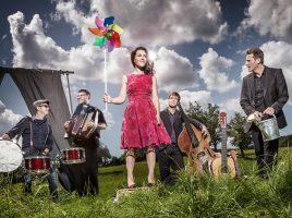 """Präsentieren ihr neues Album Départ im Forum: das Quintett """"Moi et les autres"""". (Foto: Moi et les autres)"""
