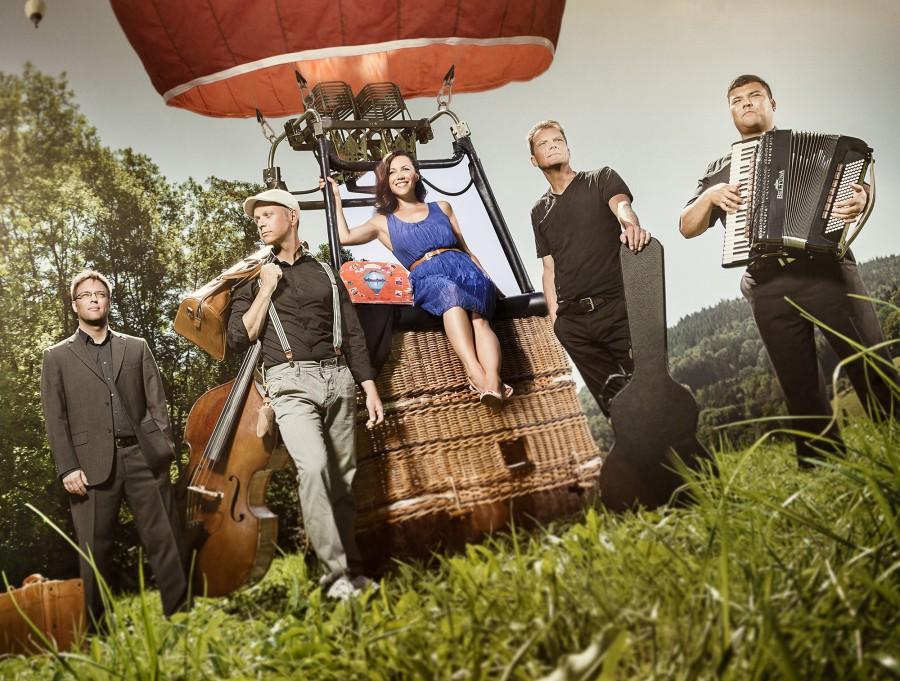 """Deutschlands beste Swing-Chanson Band """"Moi et les autres"""" rund um die französische Sängerin Juliette Brousset gastieren am kommenden Sonntag (20. Januar) in Holzwickede. (Foto: Freundeskreis)"""