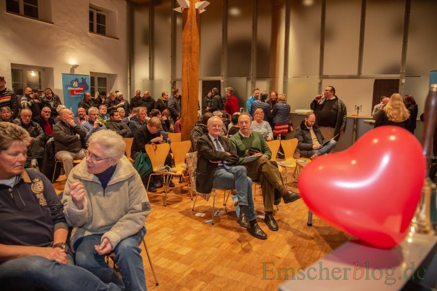 Unter denetwa 80 bis 100 Gästen war auch Hans-JHochen Voß, NPD-Vorsitzender Kreisverband Unna/Hamm. (Foto: P. Gräber - Emscherblog)