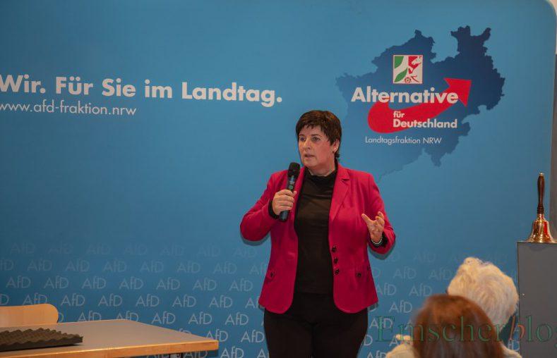 Referentin des Abends: die  AfD-Landtagsabgeordneten Gabriele Walger-Demolsky aus Bochum, stellvertretende Vorsitzende und Sprecherin für Kultur und Integration. (Foto: P. Gräber - Enmscherblog)