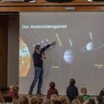 """Meteoriten im Forum: Kinder-Uni zu den """"Boten aus dem Weltall"""" sehr gut besucht"""