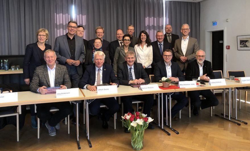 Die Verwaltungsvorstände von Dortmund und dem Kreis Unna trafen sich auf Haus Opherdicke zum turnusmäßigen Austausch. Ein Thema: die OW IIIA. Foto: Constanze Rauert