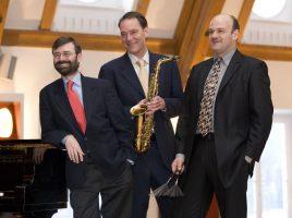 Frank Roberscheuten und Musiker der Band Three Wise Men. (Foto: frankroberscheuten.com)