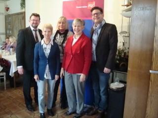 Neujahrsfrühstück der FU, v.re.: Marco Morten Pufke, Hildegard Busemann, Maria Barth, Hermi Clodt, Frank Lausmann. (Foto: privat)