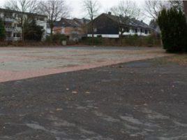 Dieser Bereich des Platzes von Louviers soll möglich zeitnah entsiegelt und naturnah umgestaltet werden, beschloss der Planungs- und Bauausschuss. (Foto: P. Gräber - Emscherblog)