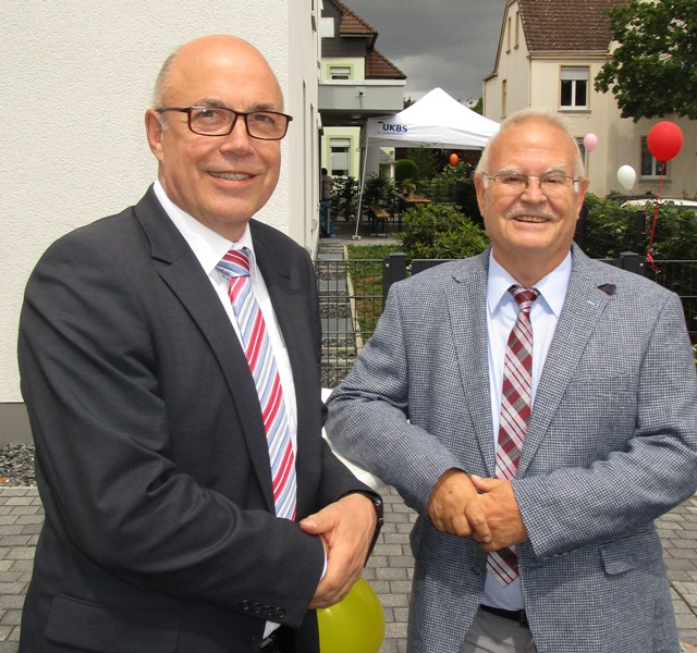 Sie stehen im Jubiläumsjahr an der Spitze des kommunalen Wohnungsunternehmens UKBS: Theodor Rieke (rechts), seit 2009 Vorsitzender des Aufsichtsrates, und Matthias Fischer, seit dem 1.Juli 2007 Geschäftsführer. (Foto: UKBS)