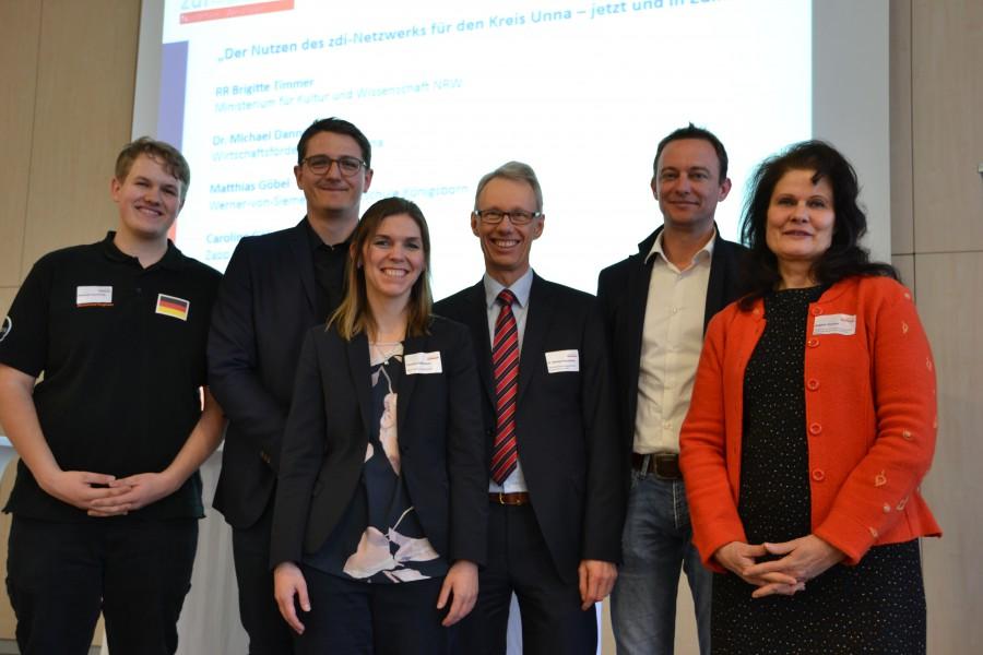 Die  Teilnehmer der Podiumsdiskussion blicken auf zehn Jahre erfolgreiche Arbeit zurück. (Foto: zdi-Netzwerk)