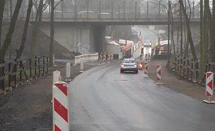 Endlich: Nach über einem halben Jahr Sperrung ist die Holzwickeder Straße ab sofort wieder für den motorisierten Verkehr befahrbar - zumindest einspurig. (Foto: P. Gräber - Emscherblog)
