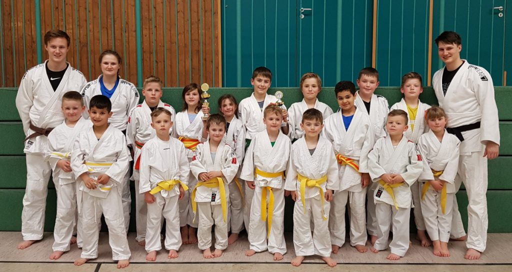 Der Judo Nachwuchs der U10 und U 13 zerigte sich in Wickede in Topform: Es gab sechs Turniersiege und Mannschaftssieger in der U10b sowie einen starken Zweiten in der Mannschaftswertung U13b. (Foto: privat)