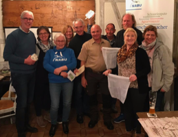 Auf Einladung der Grünen sprach Jörn Raffel (5.v.r.) vom NABU Kreis Unna beim Bürgerstammtisch der Grünen. (Foto: privat)