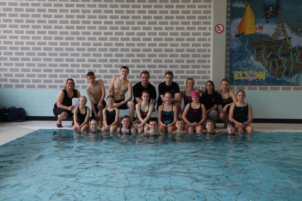 Ein Gruppenbild der Orcas bei den  Bezirksmeisterrschaften in Schwerte. (Foto: privat)