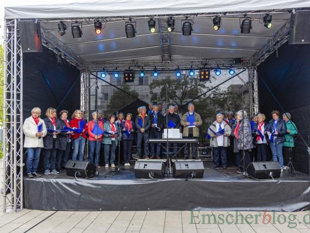 "Zur Eröffnung des Europatages sang der Chor Chantons u.a. ""Freude schöner Götterfunken"" (Foto: P. Gräber - Emscherblog)"