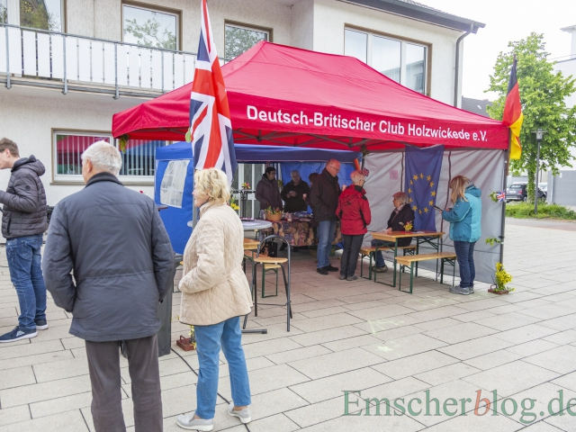 Natürlich waren auch beide Partnerschaftsvereine beim Europatag vertreten. Der Deutsch-Britische Club bietet englische Spezialitäten an. (Foto: P. Gräber - Emscherblog)