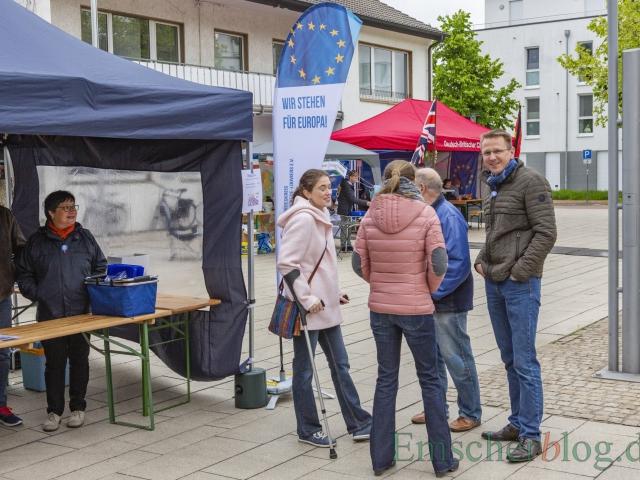 """""""Wir stehen für Europa!"""", heißt es am Stand des Freundeskreises - manche sogar auf Krücken. (Foto: P. Gräber - Emscherblog)"""