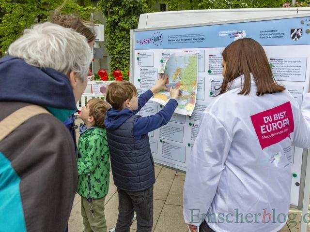 Als ziemlich schwer, auch für Erwachsene, entpuppte sich das Europa-Quiz der Landeszentrale für politische Bildung NRW. (Foto: P. Gräber - Emscherblog)