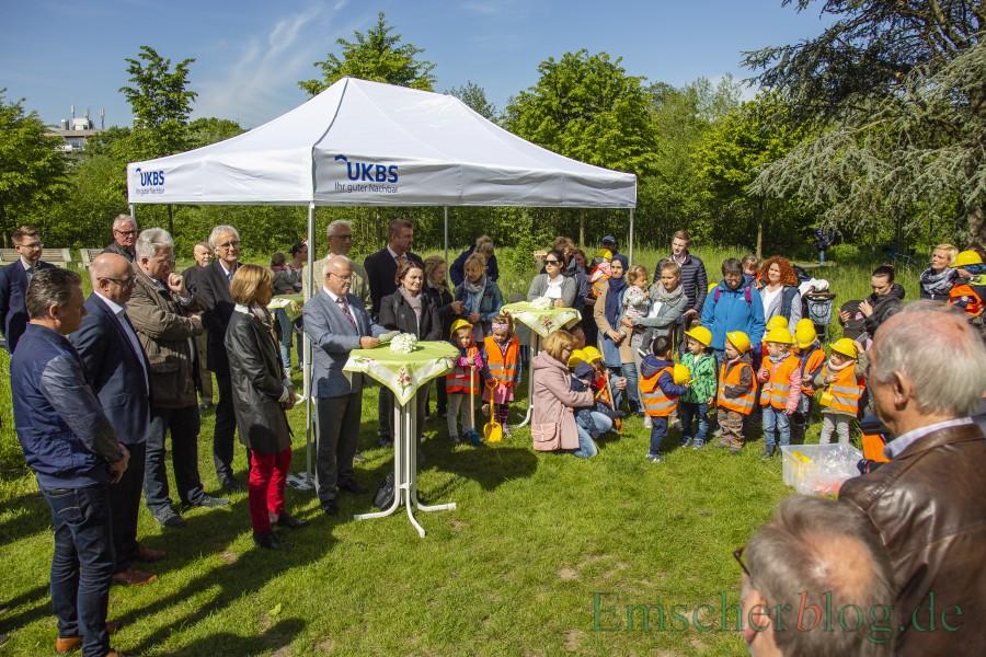 Für die UKBS soll die neue Kita ein Vorzeigeobjekt sein, wie der Holzwickeder Aufsichtsratsvorsitzende Theo Rieke zur Eröffnung erklärte. (Foto: P. Gräber - Emscherblog)