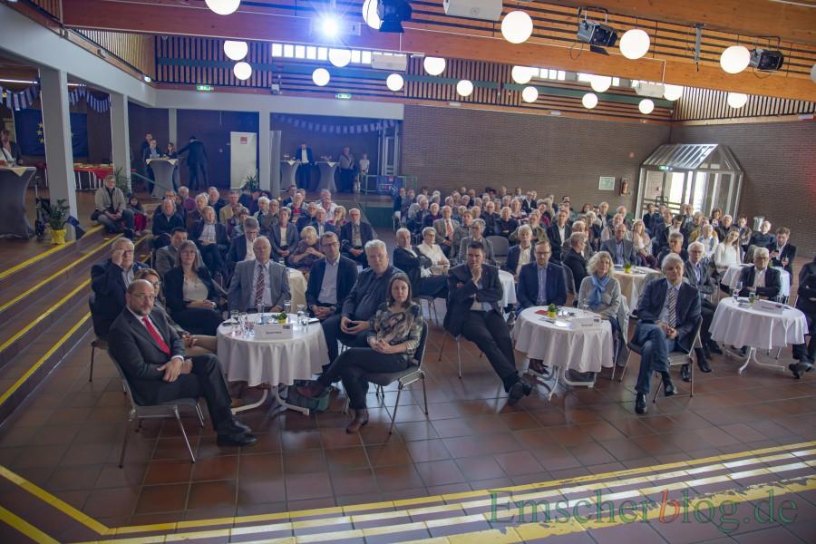 Unter den Gästen im gut gefüllten Forum waren auch die hiesigen Bundes- und Landtagsabgeordneten der SPD, der Landrat sowie die ehemaligen Bürgermeister Jenz Rother und Margret Mader. (Foto: P., Gräber - Emscherblog)