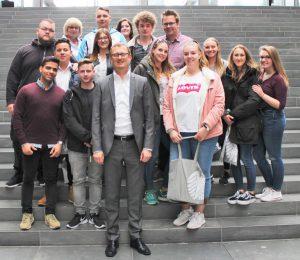 Schüler des Märkischen Berufskollegs besuchen Bundestag